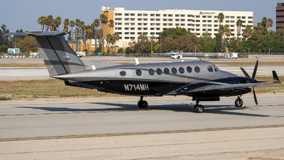 N714MH - Beechcraft 300 Super King Air - Private