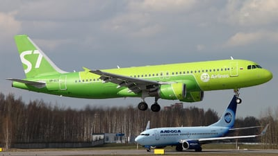 A picture of VPBCS - Airbus A320214 - S7 Airlines - © Malyshev Andrei