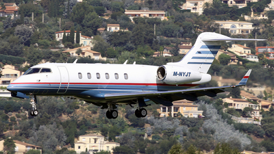 M-NYJT - Bombardier BD-100-1A10 Challenger 300 - Private