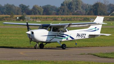 PH-STZ - Cessna 172R Skyhawk II - Private