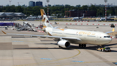 A6-EYF - Airbus A330-243 - Etihad Airways