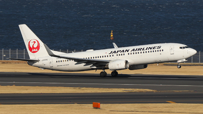 JA329J - Boeing 737-846 - Japan Airlines (JAL)