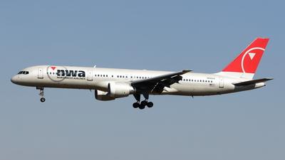 N540US - Boeing 757-251 - Northwest Airlines