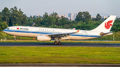 A picture of B6533 - Airbus A330243 - Air China - © SINO6702