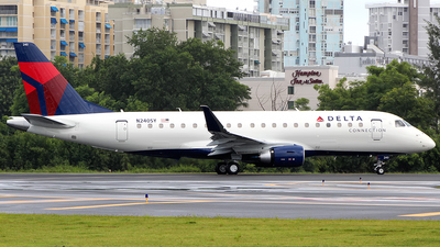 N240SY - Embraer 170-200LR - Delta Connection (SkyWest Airlines)
