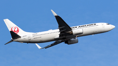 A picture of JA328J - Boeing 737846 - Japan Airlines - © TRAVAIR