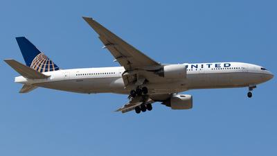 N212UA - Boeing 777-222(ER) - United Airlines