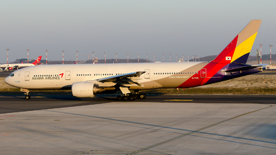 A picture of HL7755 - Boeing 77728E(ER) - Asiana Airlines - © Alp AKBOSTANCI