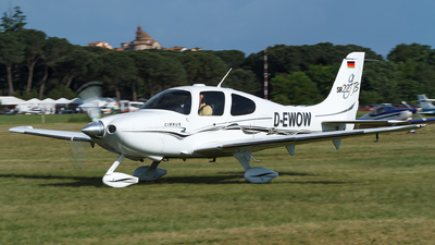 D-EWOW - Cirrus SR22-GTS - Private
