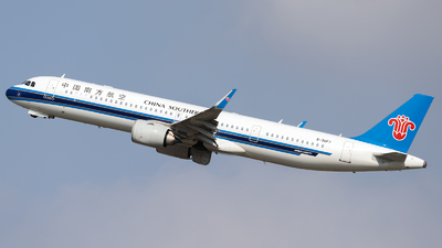 A picture of B30F7 - Airbus A321253NX - China Southern Airlines - © ZGGG RWY01