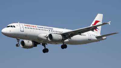 A picture of B2415 - Airbus A320214 - China Eastern Airlines - © Tom Cheng