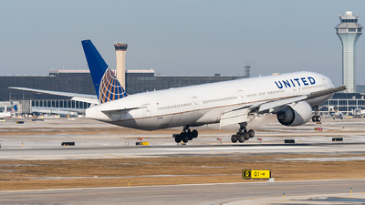 A picture of N2331U - Boeing 777322(ER) - United Airlines - © bill wang