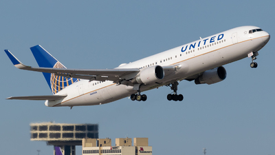 N664UA - Boeing 767-322(ER) - United Airlines