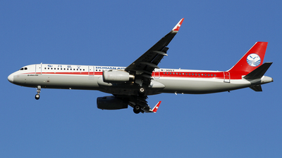 A picture of B305T - Airbus A321231 - Sichuan Airlines - © wangpaul