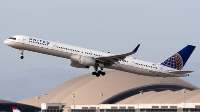 A picture of N73860 - Boeing 75733N - United Airlines - © Ben Suskind
