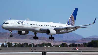 N75851 - Boeing 757-324 - United Airlines