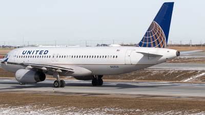A picture of N425UA - Airbus A320232 - United Airlines - © Mike MacKinnon