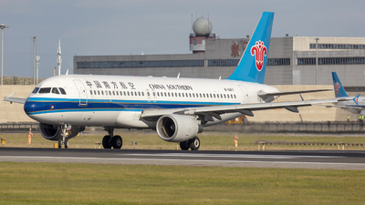 A picture of B6817 - Airbus A320214 - China Southern Airlines - © Eric Wang