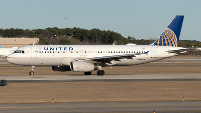 A picture of N444UA - Airbus A320232 - United Airlines - © Yixin Chen
