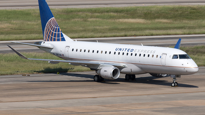 A picture of N87318 - Embraer E175LR - United Airlines - © Yixin Chen