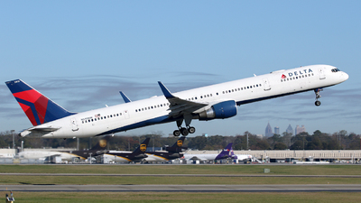 A picture of N595NW - Boeing 757351 - Delta Air Lines - © Kevin Porter