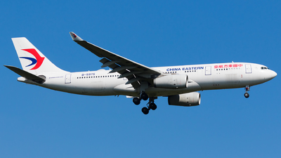 A picture of B5975 - Airbus A330243 - China Eastern Airlines - © Martin Rogosz