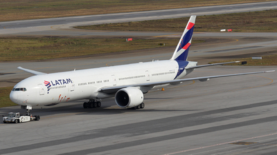 A picture of PTMUB - Boeing 77732W(ER) - LATAM Airlines - © RENAN FRANCISCO