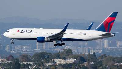 A picture of N174DN - Boeing 767332(ER) - Delta Air Lines - © Stephen J Stein