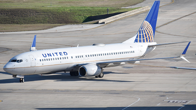 A picture of N77296 - Boeing 737824 - United Airlines - © Javier Vera
