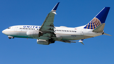 A picture of N13716 - Boeing 737724 - United Airlines - © Brandon Giacomin