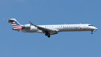 A picture of N955LR - Mitsubishi CRJ900LR - American Airlines - © Yixin Chen