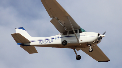 A picture of N4312R - Cessna 172M Skyhawk - [17263065] - © Ethan Peters