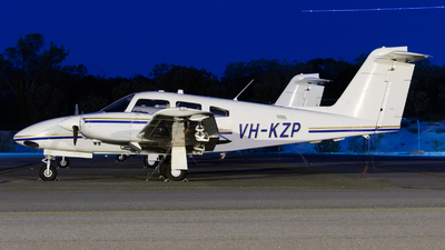 VH-KZP - Piper PA-44-180 Seminole - Airflite