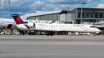 A picture of N690CA - Mitsubishi CRJ701ER - Delta Air Lines - © Kevin Sung