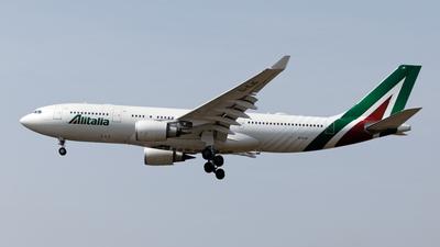 A picture of EIEJG - Airbus A330202 - Alitalia - © Mitsuhiro Yamamoto