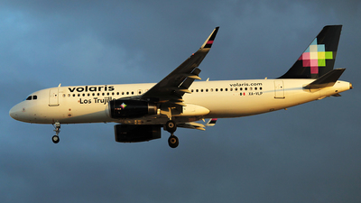 XA-VLP - Airbus A320-233 - Volaris
