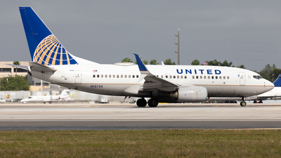 A picture of N12754 - Boeing 7377V3 - United Airlines - © Alexandre Fazan