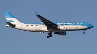 A picture of LVFVH - Airbus A330202 - Aerolineas Argentinas - © Manuel EstevezR