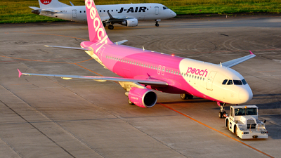 JA819P - Airbus A320-214 - Peach Aviation
