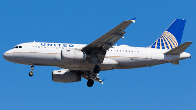 A picture of N842UA - Airbus A319131 - United Airlines - © Martin Rogosz