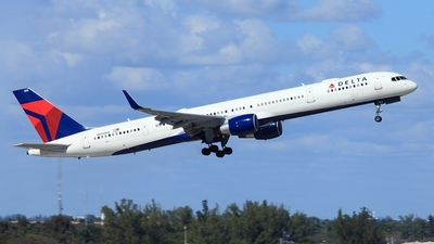 N596NW - Boeing 757-351 - Delta Air Lines