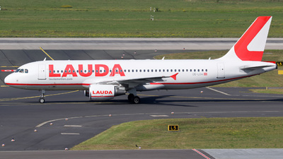 A picture of OELOA - Airbus A320214 - Laudamotion - © Jan-Eike Berger