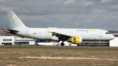 EC-KDG - Airbus A320-214 - Vueling Airlines