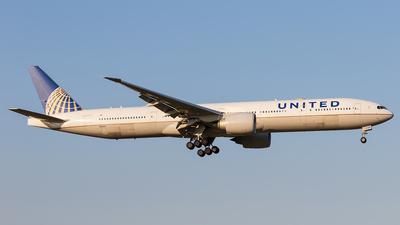 A picture of N2140U - Boeing 777322(ER) - United Airlines - © walker2000