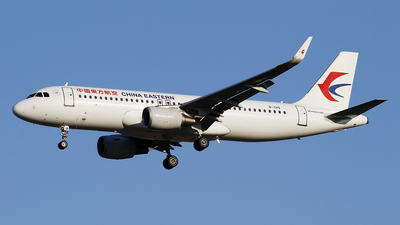 A picture of B1019 - Airbus A320214 - China Eastern Airlines - © wangpaul