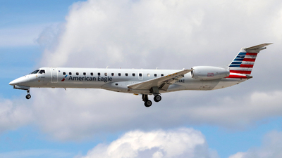 A picture of N614AE - Embraer ERJ145LR - American Airlines - © Guy Langlois