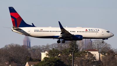 A picture of N380DA - Boeing 737832 - Delta Air Lines - © JinZi