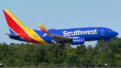 A picture of N913WN - Boeing 7377H4 - Southwest Airlines - © Evan Dougherty