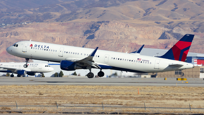A picture of N381DZ - Airbus A321211 - Delta Air Lines - © Michael Rodeback