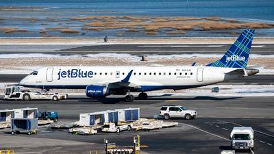 A picture of N317JB - Embraer E190AR - JetBlue Airways - © OCFLT_OMGcat